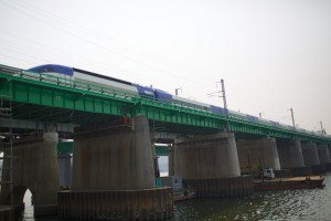 KTX crossing the Han River heading towards Seoul Station