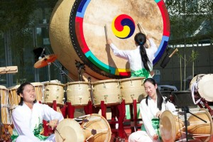 Buk and Drummers 082