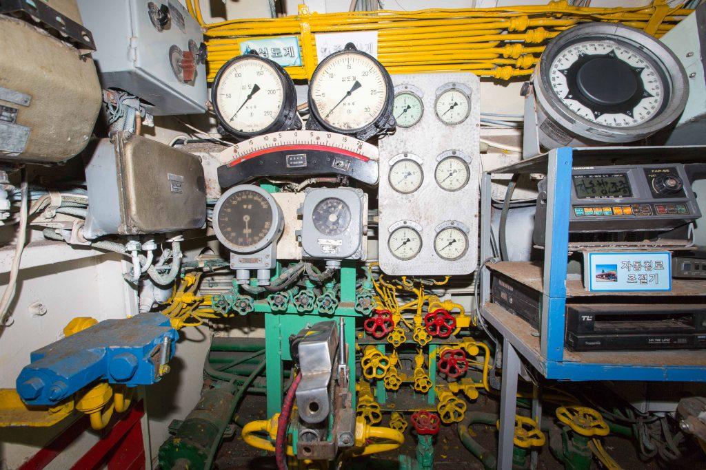 Submarine balast controls